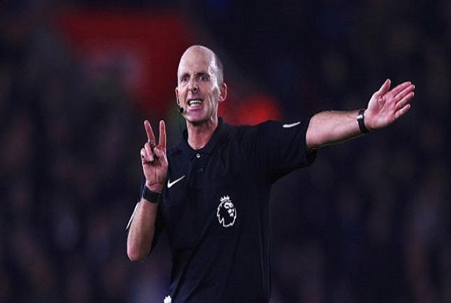 EPL Favourites Mike Dean Has Been Demoted To Championship 3