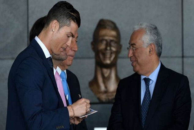 Ronaldo Fancy The Bronze Bust, Once The Wrinkles Were Smoothed Out - Santos 1