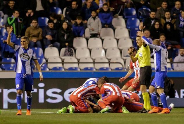 Athletico Madrid Players In Tears As Torres Sustain Horrendous Head Injury 1