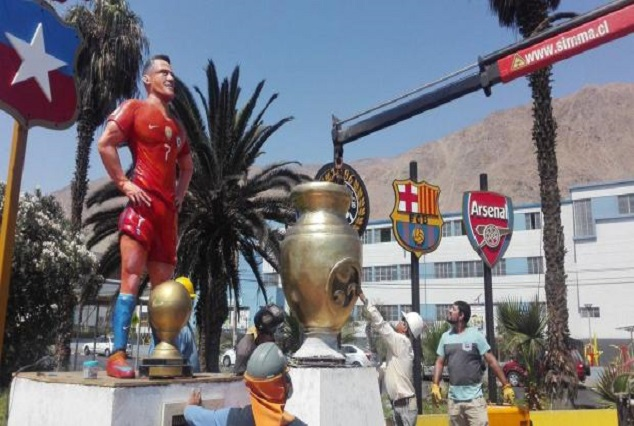 Alexis Sanchez Unveils Statue Of Himself In Home City 1