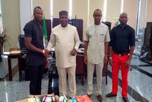 Okechukwu Ogbodo Donates Football,Jerseys To Enugu Rangers 1