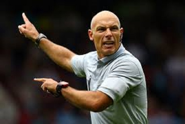 """Howard Webb Once Booked Didier Drogba For Wasting Time In The """"Toilet"""" 1"""