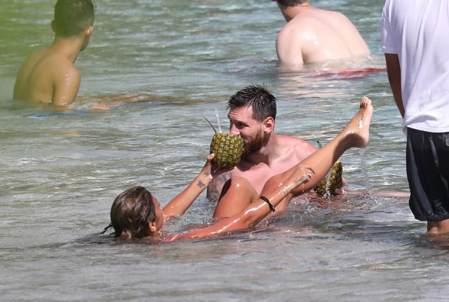 Lionel Messi Messing Around With Wife On The Caribbean Island Of St Bart's 11