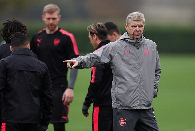 Keep Your Hand? Alexis Sanchez Avoid Shaking Wenger In Training 5