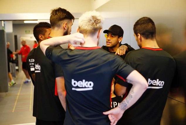 Neymar Jr Returns To Camp Nou To Visit Lionel Messi & Luis Suarez 1