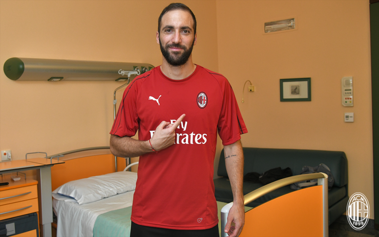 Transfer Update: AC Milan Secure Loan Signing Of Higuain, As Bonucci Return Back To Turin 3