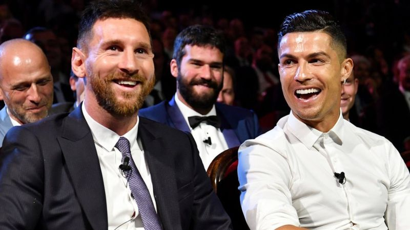 Video: Ronaldo And Messi Had An Uncomfortable Dinner 3